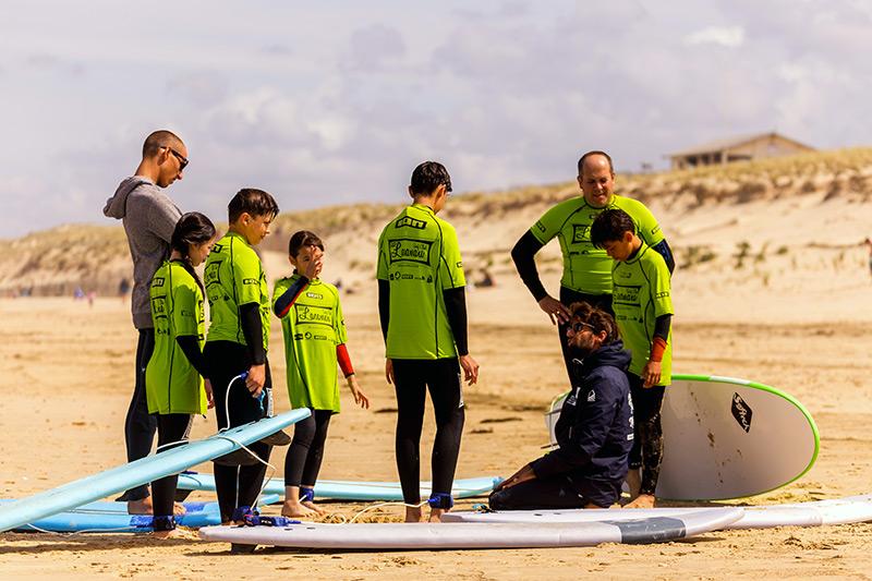 Cours de Surf sur la plage par le Lacanau surf club
